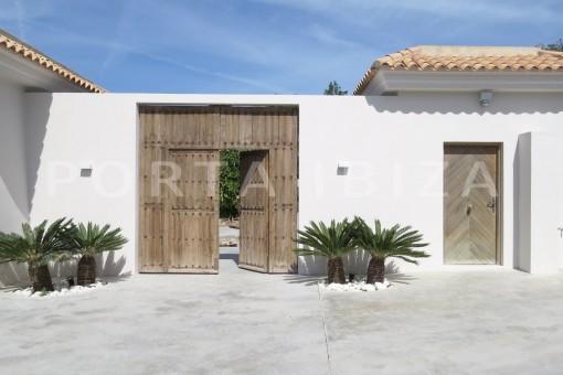 entrance-luxury property-fantastic sea views-sunset views-cala tarida