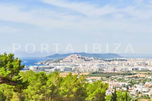 marvelous views-villa-roca llisa