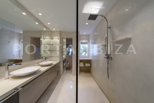 bathroom1-unique property-private sea access-fabulous views