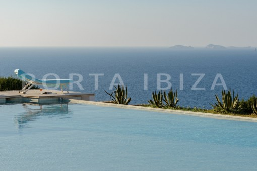 pool-unique property-private sea access-fabulous views