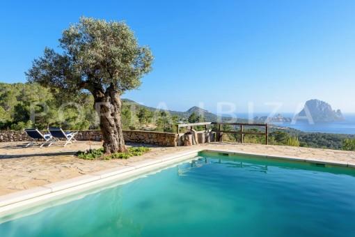 Increíble propiedad con fabulosas vistas panorámicas sobre Es Vedra