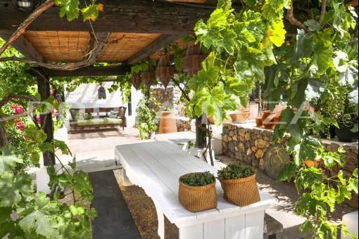 covered terrace porroig finca