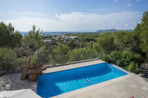 Chalet en posición elevada con vistas y 5 dormitorios en Cala Llenya