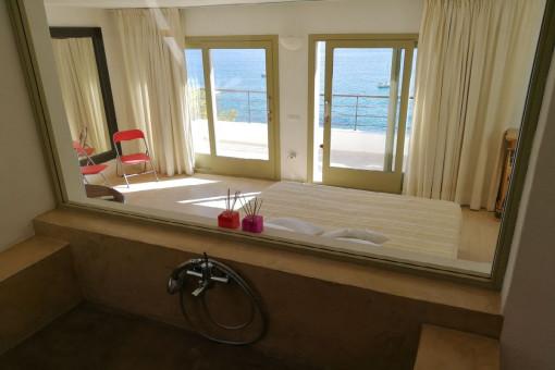 Baño en suite con vistas al mar