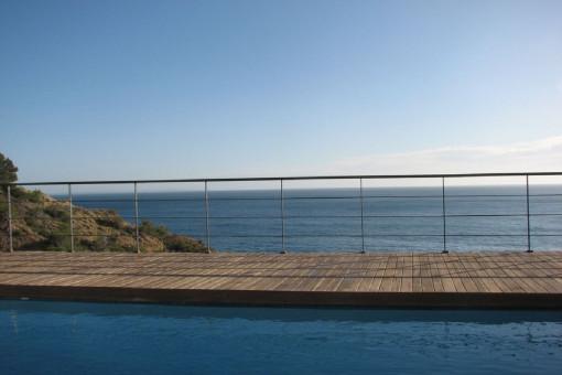Magníficas vistas al mar desde la piscina