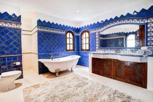 Baño elegante de la finca