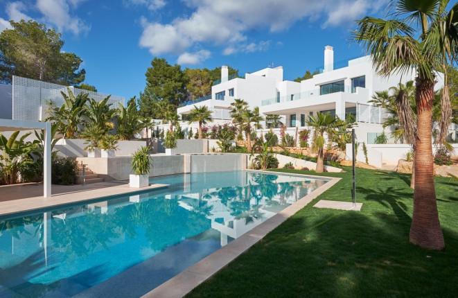 Hermosa villa a metros de la playa de Cala Llenya